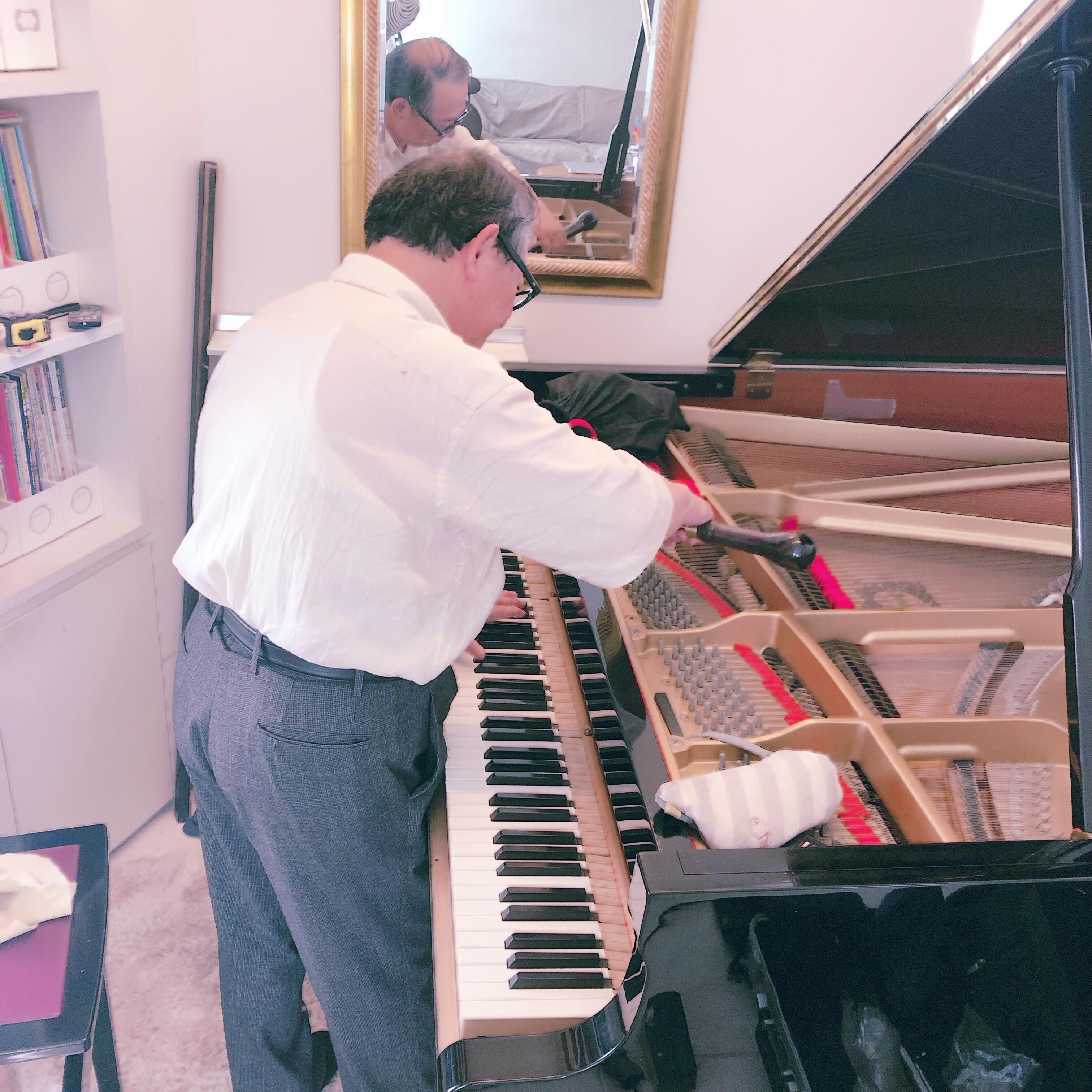 ピアノの調律と調整をして頂きました。